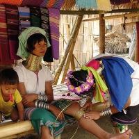 Les femmes-girafes : attraction touristique birmane